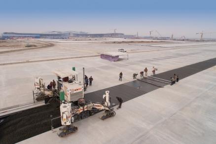 FINISOARELE DE BETON DE LA WIRTGEN S-AU EVIDENȚIAT PE ȘANTIERUL NOULUI AEROPORT INTERNAȚIONAL DIN BEIJING